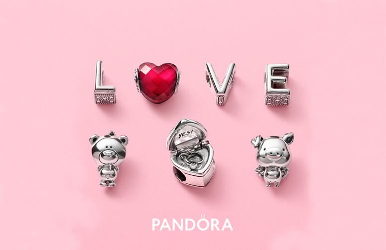 Чи готова ти святкувати кохання разом з Pandora?